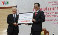 Nguyen Phu Trong se rend à l'Ambassade du Vietnam à Phnom-Penh