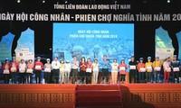 Dang Thi Ngoc Thinh assiste à une fête des ouvriers à Hai Phong