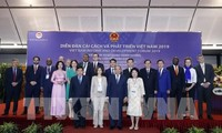 Le PM rencontre des experts internationaux participant au Forum sur la réforme et le développement