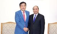 Nguyên Xuân Phuc rencontre le président du groupe Hana