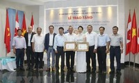Couple honoured for promoting Vietnamese products
