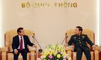 Jenderal Ngo Xuan Lich menerima Sekretaris Negara, Kementerian Dalam Negeri Kamboja