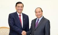 Presiden Indonesia mengundang PM Nguyen Xuan Phuc menghadiri Konferensi  para Pemimpin ASEAN