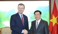 Deputi PM Vietnam, Vuong Dinh Hue menerima Dubes AS dan Brasil