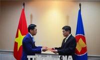 Vietnam berkomitmen bekerjasama untuk menggelarkan prioritas-prioritas ASEAN dalam membangun Komunitas ASEAN
