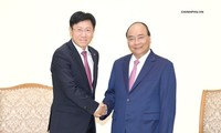 PM Nguyen Xuan Phuc menerima beberapa investor asing