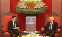 Sekjen KS PKV Nguyen Phu Trong menerima PM Laos, Thongloun Sisoulith