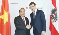 Membawa hubungan Vietnam-Austria berkembang  intensif dan ekstensif  lebih lanjut lagi
