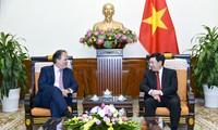 Deputi PM, Menlu Vietnam, Pham Binh Minh menerima Sekretaris Negara Kemlu Britania Raya dan Irlandia Utara