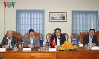 Radio Suara Vietnam berbahas tentang langlah mendorong kerjasama dengan Kementerian Informasi Kamboja