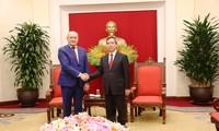 Kepala Departemen Ekonomi KS PKV, Nguyen Van Binh menerima delegasi pejabat senior Grup Gazprom