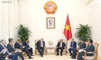 PM Viet Nam, Nguyen Xuan Phuc menerima Menteri Ekonomi dan Energi Jerman dan Presiden Direktur Eksekutif Grup VISA (AS)
