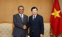 Deputi PM Vietnam, Trinh Dinh Dung menerima Wakil Presiden Grup Compal