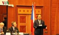Membuka ruang besar kepada hubungan kerjasama antara Vietnam dengan  Rumania dan Repubublik Czech di banyak bidang
