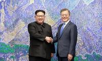 Pesan yang berbeda dua bagian negeri Korea sehubungan dengan peringatan satu tahun  penyelenggaraan  pertemuan puncak