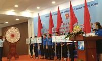 Anggota liga pemuda dan pemuda pembidas sukarela demi masyarakat