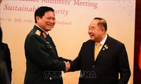 Menhan Ngo Xuan Lich melakukan pertemuan bilateral di sela-sela Konferensi ADMM di Thailand
