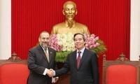 Kepala Departemen Ekonomi KS PKV, Nguyen Van Binh menerima kepala delegasi Kementerian Keuangan AS, Michell Silk