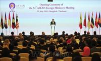 Para Menlu ASEAN membahas masalah-masalah regional