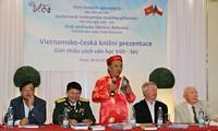 Memperkenalkan sastra Czech dan Vietnam kepada para pembaca dua negeri