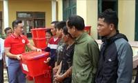 Pengurus Besar Lembaga Palang Merah Vietnam membantu warga Provinsi Quang Tri yang menderita kerugian karena hujan dan banjir
