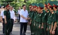 Deputi PM Vietnam, Vuong Dinh Hue melakukan temu kerja di korps militer 15, Provinsi Gia Lai