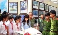 """Pameran dokumen """"Hoang Sa, Truong Sa milik Vietnam: Bukti-bukti sejarah dan hukum"""" di Provinsi Binh Thuan"""