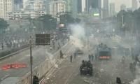 Memprotes RUU baru, demonstrasi berubah menjadi huru hara di kalangan mahasiswa Indonesia