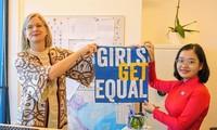 Menyambut Hari Internasional Anak Perempuan 11/10: Dubes Swedia memberdayakan anak-anak perempuan Vietnam