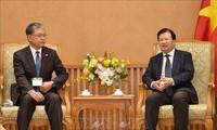 Deputi PM Trinh Dinh Dung Menerima Delegasi Dewan Pendorongan Diplomasi Rakyat Jepang