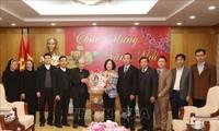 Kepala Departemen Penggerakan Massa Rakyat KS PKV, Truong Thi Mai Menerima Rombongan Provinsi Gerejani Hung Hoa