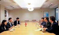 Vietnam dan AS mendorong kegiatan-kegiatan kerjasama perdagangan, investasi dan pariwisata bilateral