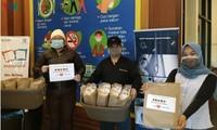 Roti Vietnam diberikan kepada para petugas medis yang melawan Covid-19 di Indonesia