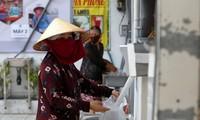 Memperkenalkan sepintas-pintas tentang perilaku-perilaku luhur dalam musim wabah Covid-19 di Vietnam