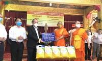 Deputi Harian PM Truong Hoa Binh mengucapkan selamat Hari Raya Chol Chnam Thmay kepada etnis minoritas Khmer daerah Nam Bo di pagoda Cadaransi