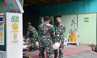 """Sorotan dekat terhadap semua """"ATM Beras Si Komandan"""" untuk membantu orang-orang miskin yang terkena dampak  Covid-19 di Indonesia"""