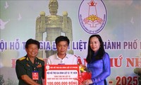 """Remaja Kota Ho Chi Minh melakukan banyak kegiatan sukarela """"minum air,  ingat pada sumbernya"""" sehubungan dengan peringatan ultah ke-73 Hari Prajurit Penyandang Disabilitas dan Martir"""