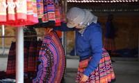 Warna Kain Ikat di Pasar Pa Co