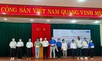 Kota Da Nang memberikan beasiswa kepada para mahasiswa miskin