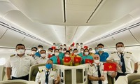 Penerbangan Langsung Pertama pada 2021 Membawa Warga Vietnam dari AS Kembali ke Tanah Air