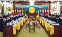Kegiatan Presiden Nguyen Xuan Phuc dalam Kunjungan Persahabatan Resmi di Laos
