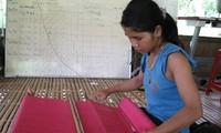 Die Frauen der Co Tu bewahren ihren traditionellen Beruf