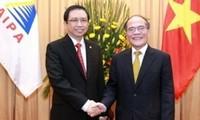 Parlamentspräsident Nguyen Sinh Hung trifft seinen indonesischen Amtskollegen