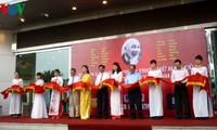Ausstellung der Gedichte Ho Chi Minhs im Kalligrafie-Stil