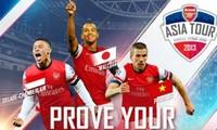 Fußballfans warten begeistert auf das Freundschaftsspiel Vietnam-Arsenal