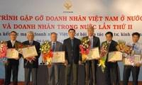 Treffen zwischen vietnamesischen Unternehmern aus dem In- und Ausland