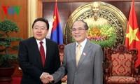 Parlamentspräsident Nguyen Sinh Hung trifft Präsident der Mongolei in Hanoi