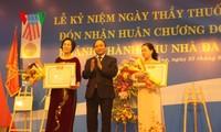 Verleihung des Unabhängigkeitsorden zweiter Klasse an das Krankenhaus C in Da Nang