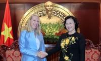 Delegation des Ausschusses für Außenangelegenheiten und Verteidigung Norwegens in Vietnam zu Gast