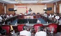 Vize-Parlamentspräsident Uong Chu Luu empfängt herausragende Unternehmer